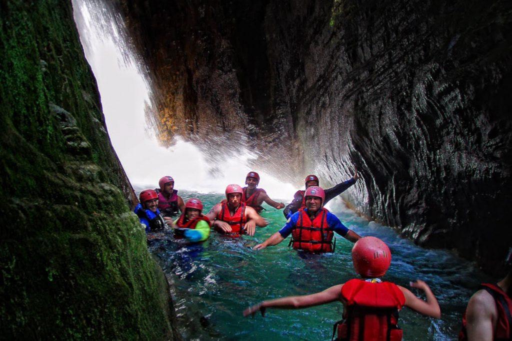 Refreshing Stop during a rafting route/Αναζωογονητική στάση σε με διαδρομή ράφτινγκ