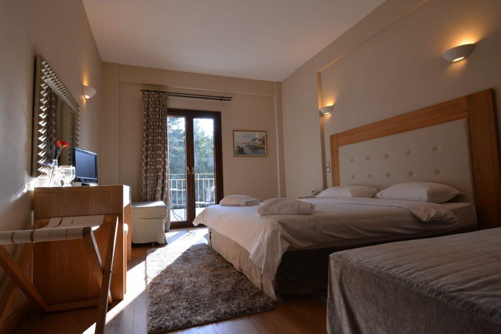 Τρίκλινο Δωμάτιο Εσωτερικό/Triple Room Interior