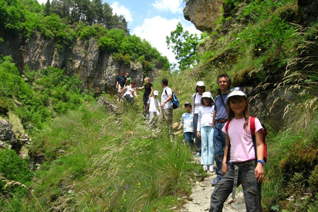 Trekking for all ages/Πεζοπορία για όλες τις ηλικίες