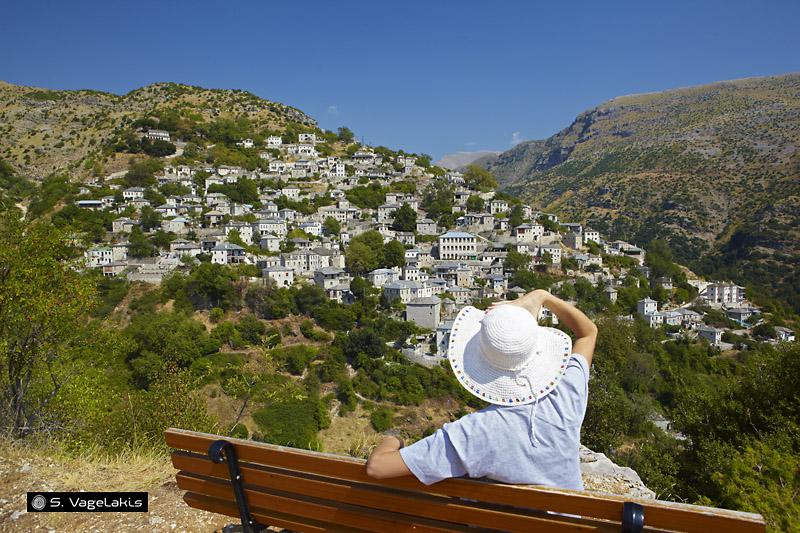 Αγναντεύοντας το γραφικό Συρράκο/Looking over the picturesque Syrrako
