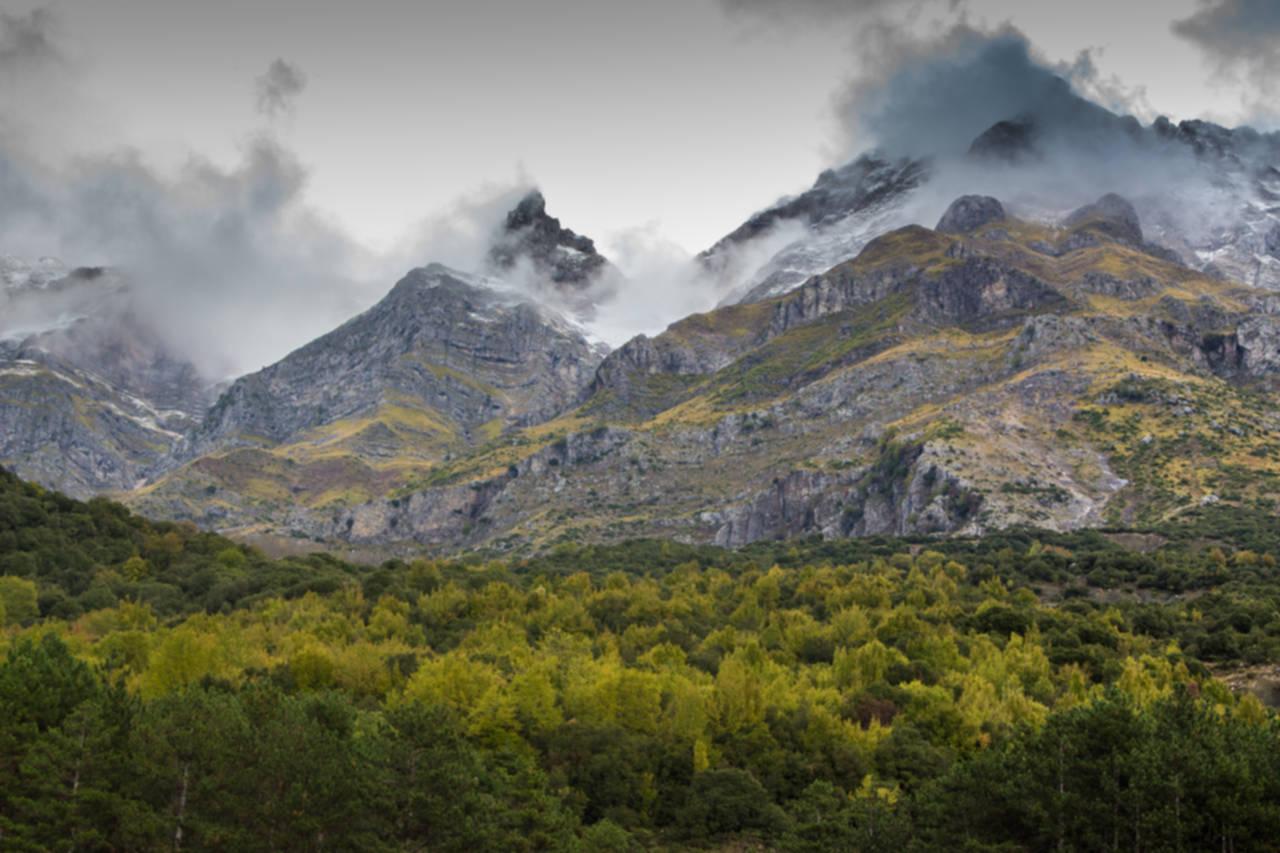 Βουνά με Ομίχλη/Misty Mountains