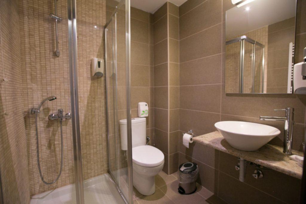 Μπάνιο Δίκλινου/Double Room Bathroom