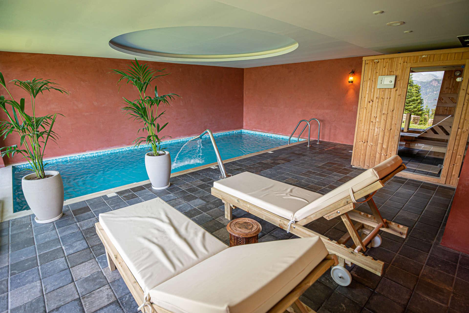 εσωτερική πισίνα και σάουνα στο ξενοδοχείο Ανάβαση