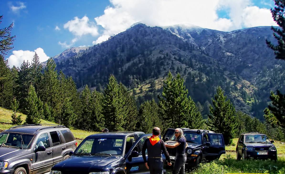 4x4 με θέα το δάσος και το βουνό/4x4 with a view to the mountains and the forest