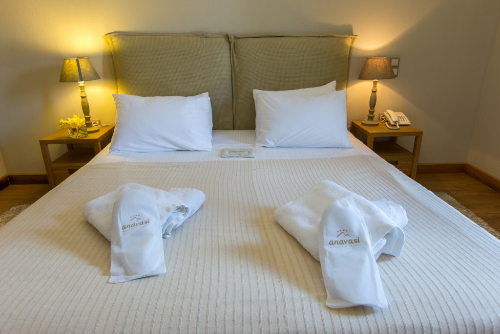 Double room bed/Κρεβάτι Δίκλινου
